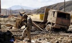 El ejercito ayuda, todavía, en las tareas de rescate y socorro. (Foto-Agencias)