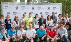 El grupo de participantes con Jaime Gallart (gerente) y Alejandro Romero (director comercial) de BMW Engasa. (arriba centro y derecha)
