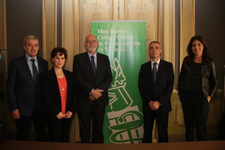 Foto 2 Acuerdo CaixaBank con Colegio Farmacéuticos Valencia