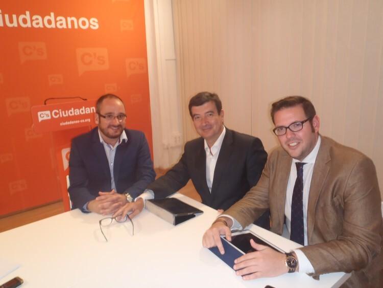 Reunión de Fernando Giner con los responsables de AJEV.