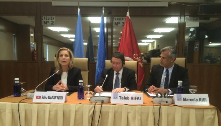 De izquierda a derecha, Salma Elloumi Rekik, Taleb Rifai y Marcelo Risi, responsable de Prensa de la OMT.