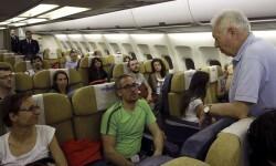 García-Margallo regresó con 44 españoles procedentes de Nepal.