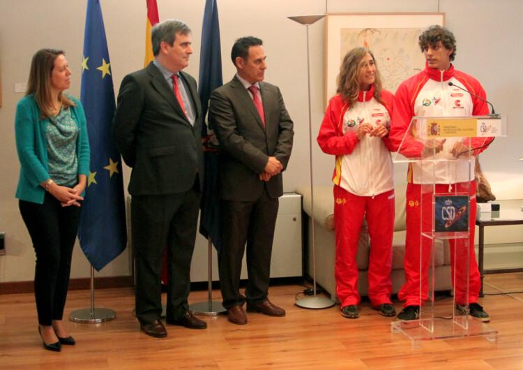 De izquierda a derecha, Ana Muñoz Merino (Directora General de Deportes del CSD), Miguel Cardenal (Presidente del CSD), Juan José Román (Presidente de la Federación Española de Piragüismo), la ilerdense Nuria Villarubla y el segoviano David Llorente.