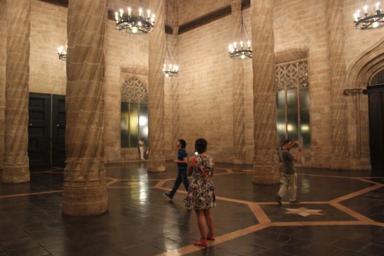 El salón columnario de La Lonja. Foto: Javier Furió