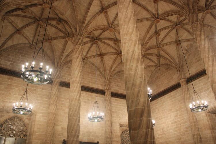 El aspecto del impresionante salón columnario de La Lonja.