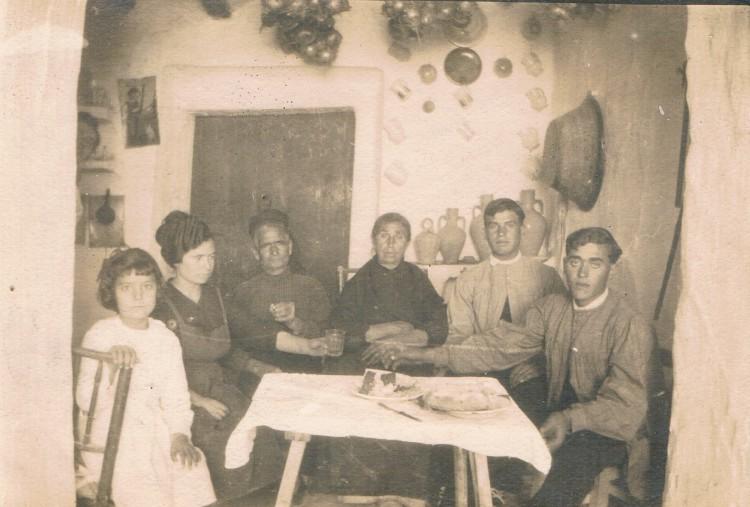 Interior de una vivienda valenciana. Ca. 1925. A. P. R. S.