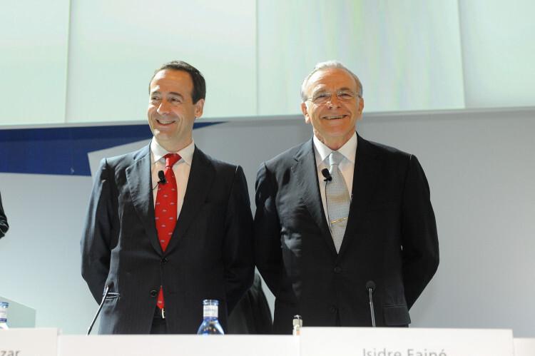 Isidro Fainé (derecha) y Gonzalo Cortázar (izquierda), presidente y consejero delegado respectivamente de Caixabank. JGA