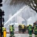 Los bomberos atacaron con intensidad al fuego.