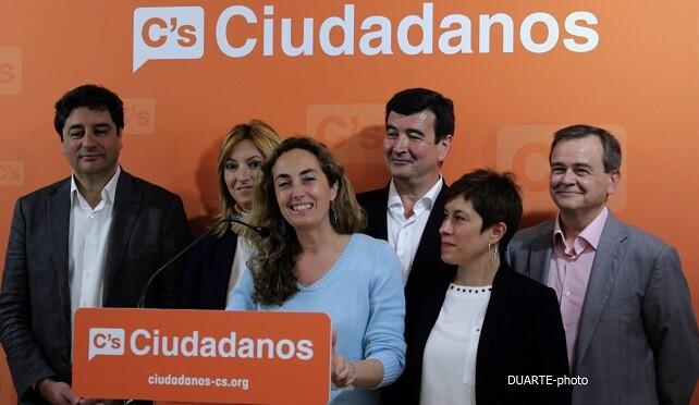 Los miembros de la formación Ciudadanos presentados a los medios informativos.