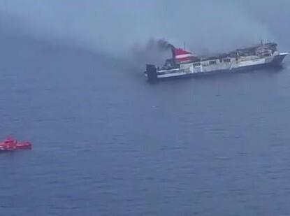 Preparación del remolcado del buque Sorrento a puerto.