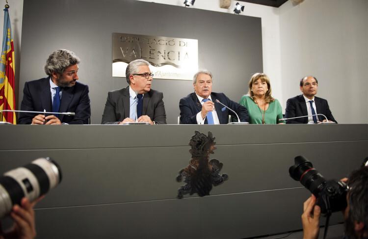 Rus y los diputados provinciales en la comparecencia de ayer. Foto: Abulaila