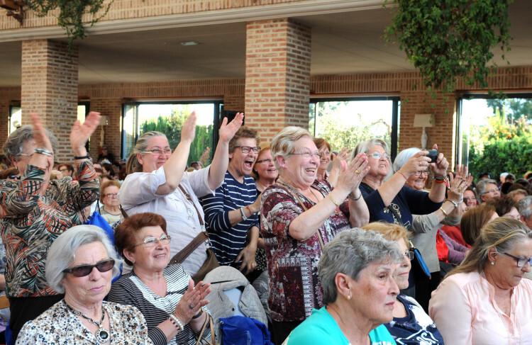 El público aplaude rebosante de alegría en una de las ediciones de Rebost de la Dipu. Foto: Abulaila