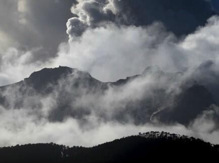Tercera erupción del volcan en tan solo ocho días.
