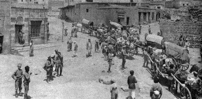 Transporte de refugiados armenios, colección del fotógrafo militar ruso Parajodov. Cortesía del Museo del Genocidio, Ereván, Armenia.