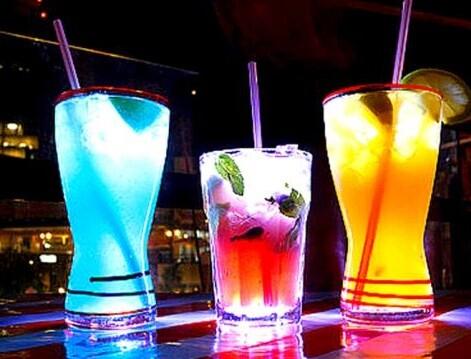 Tres modelos diferentes de cocktail.