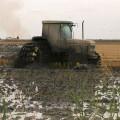 Máquina utilizada para el secado de los campos de arroz como las robadas. Foto de archivo