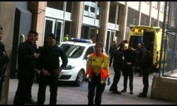 Un profesora murió y cuatro personas resultaron heridas  en un instituto de Barcelona