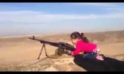 """Una niña de 7 años ataca posiciones del Estado Islámico al grito de """"¡Matar! ¡Matar!"""""""