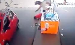 A sangre fría  lo asesinó desde la moto  se bajó y lo remató   Videos  Crímenes  Asesinato  Brasil   América