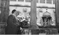 Alfred Hitchcock es uno de los 'Paseantes de Donostia'.