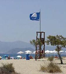 Bandera azul en la playa de Pinedo.