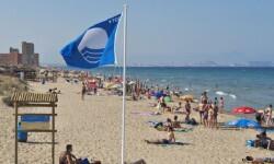Bandera azul en la playa de la Malvarrosa que este año se ha perdido.
