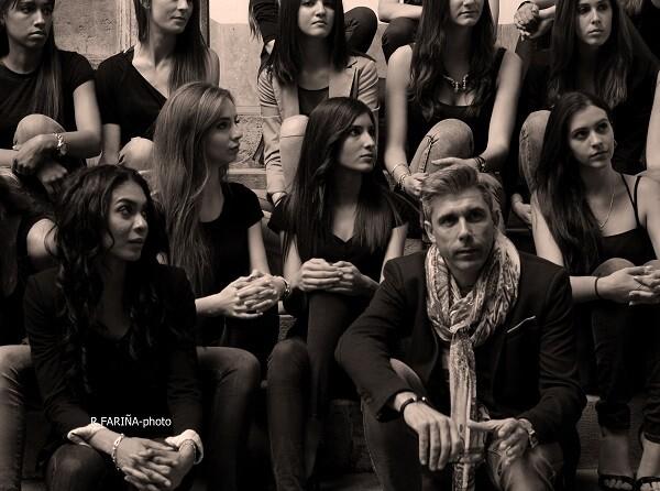 Carlos Villeta durante un momento de la charla con las modelos.