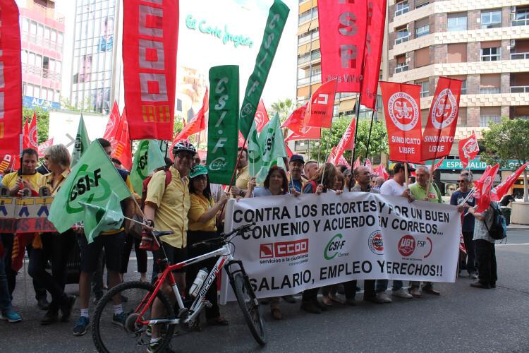 Concentración de la plantilla de Correos en Valencia. Foto de archivo.