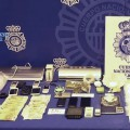 Dinero y material requisado por la Policía Nacional.