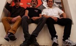 El director (centro) junto a los actores de la función.