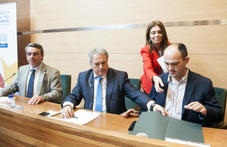 Firma convenio rutas medioambientales foto_Abulaila (7)