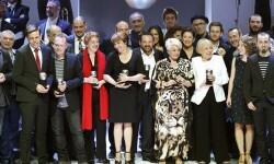 Foto de familia tras la ceremonia de los Premios Max.