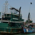 Imagen de dos barcos de inmigrantes cerca de Indonesia.
