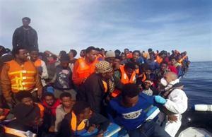 Inmigrantes subsaharianos en un navÍo de auxilio italiano en una imagen de archivo.