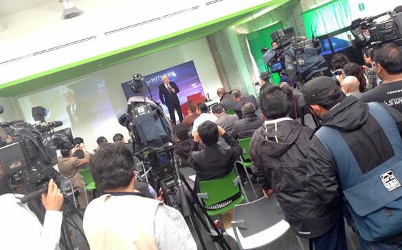 Jaime Maussan delante de la prensa en México anunciando el 5º evento de mayo.