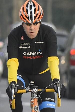 John Kerry en uno de sus paseos en bicicleta.