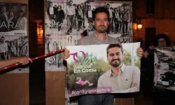 Jordi Peris, candidato de València en Comú a la alcaldía en la pegada de carteles.