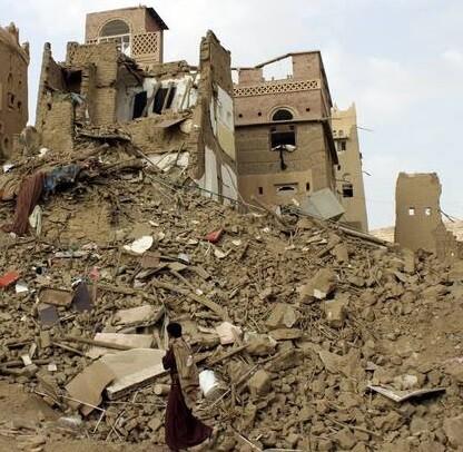 La ciudad de Saná gravemente dañada por los intensos bombardeos.