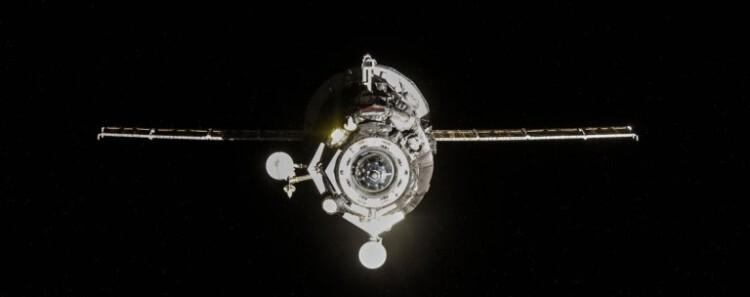 La nave se salió de la órbita del planeta.