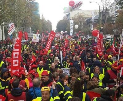 Manifestación de trabajadores de Correos en Madrid.