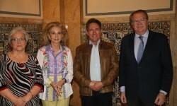 Mayrén Beneyto junto a los escritores miembros del jurado del premio Ciudad de Valencia.