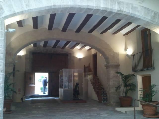 Patio gótico del Palau del Català de Valeriola, sede de la Vicepresidencia de la Generalitat, un BIC que no se puede visitar.
