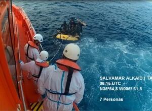 Segunda patera rescatada por Salvamento Marino con 7 inmigrantes en su interior.