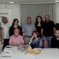Solaz compañado por la profesora Aurora Luna y los alumnos integrantes del taller. (Portada)