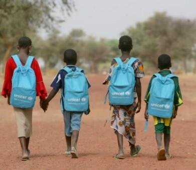 UNICEF realiza una intensa campaña para que los niños recuperen sus clases y sus esturdios.