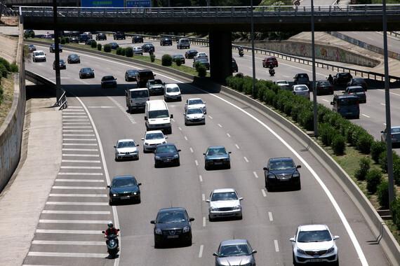 El trafico expulsa una gran cantidad de contaminantes al aire