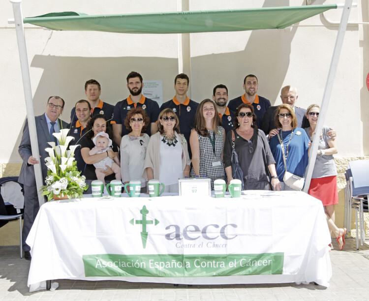 El Valencia Basket también tuvo su propia mesa y, comandados por el presidente del club, pasaron por ella Harangody, Dubljevic, Lucic, el capitán Rafa martínez y Vives, además del empresario y auténtico 'mecenas' del club Juan Roig.