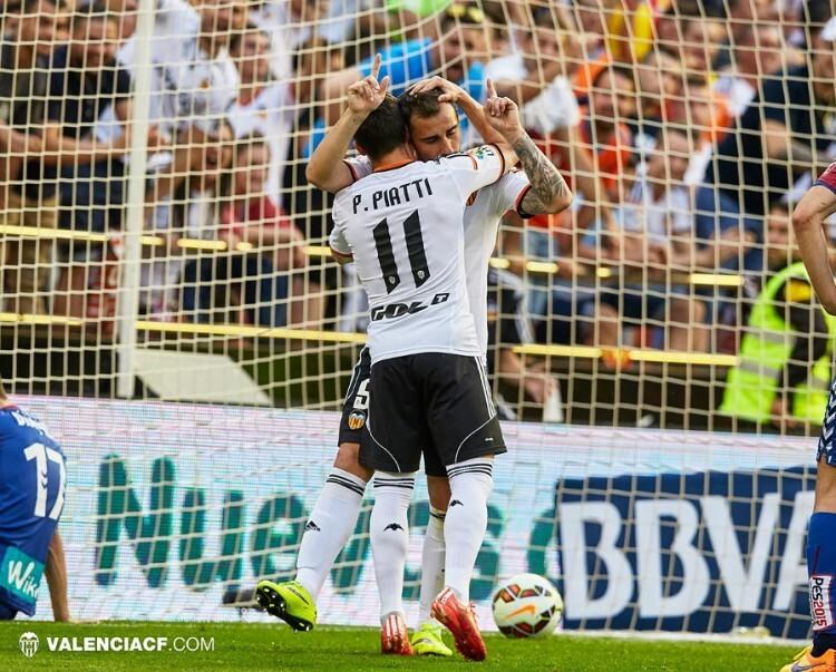 El bravo Piatti celebra con Paco Alcácer el noveno gol del torrentino.