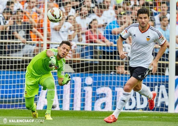 Diego Alves dejó su portería a cero, alargando su récord de imbatibilidad en Mestalla, hasta el minuto 83 en que Arruabarrena paró el reloj  con su postrero gol, el de la honrilla para los vascos.