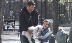 ¿Cree que su hijo se marcharía con un desconocido en un parque?